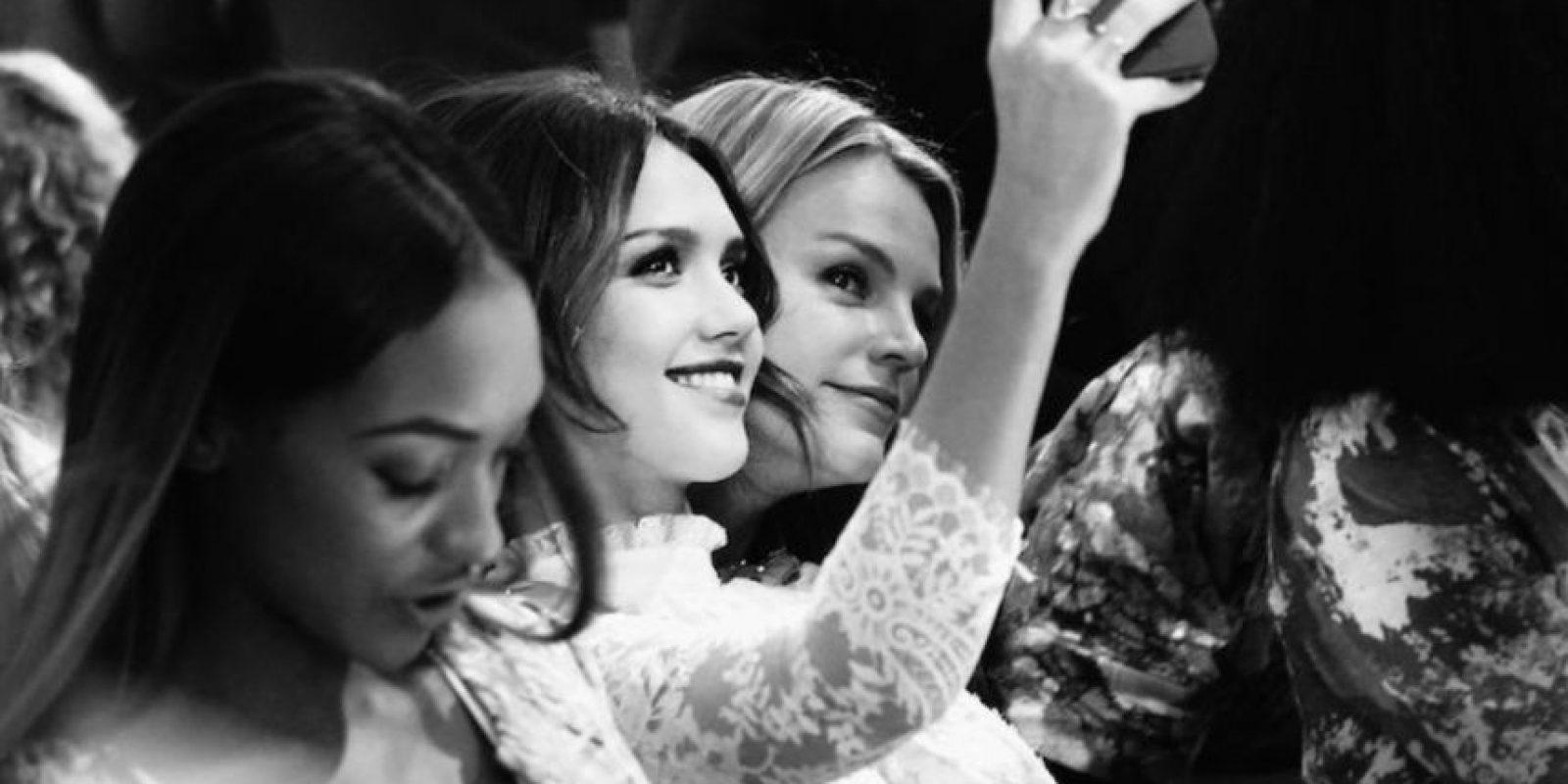 Las mujeres más expuestas a selfies y fotografías de mujeres atractivas tenían una opinión menos positiva sobre su cuerpo Foto:Getty Images