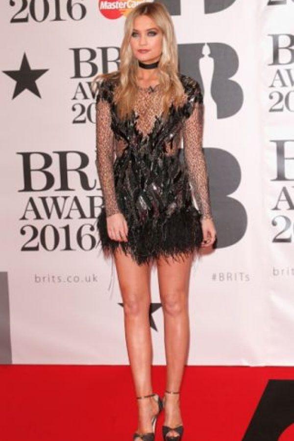 Laura Whitmore también usó un vestido con transparencias. Foto:Getty Images
