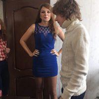 Un joven de 16 años de edad ganó un concurso para vivir con una actriz de cine para adultos en un hotel, algo que no tiene muy feliz a su mamá. Foto:vía Lifesens