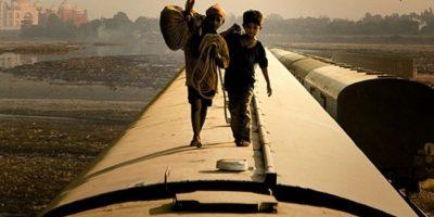 """""""¿Quién quiere ser millonario?"""" es una película Indio-británica del 2008, dirigida por Danny Boyle y escrita por Simon Beaufoy, ganadora de ocho Premios Oscar. Foto:Film4 / Celador Films"""