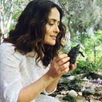 La actriz también ha protestado por la conservación de algunas especies. Foto:vía instagram.com/salmahayek