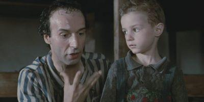 """La historia está parcialmente basada en la experiencia real del padre de Benigni, que logró sobrevivir a tres años de internamiento en Bergen-Belsen. Ganó tres Oscar: """"Mejor banda sonora"""", """"Mejor actor"""" y """"Mejor película extranjera"""" en la ceremonia de 1998 Foto:IMDB"""
