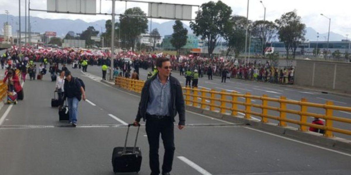 Gran trancón por marcha de hinchas de Santa Fe hacia el aeropuerto