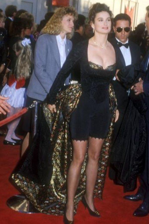 Demi Moore con un espantoso vestido que diseñó ella misma, en 1989. Foto:vía Getty Images