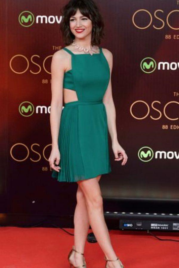 Bonito el vestido, lástima que es más informal que nunca, Úrsula Corbero. Foto:vía Getty Images