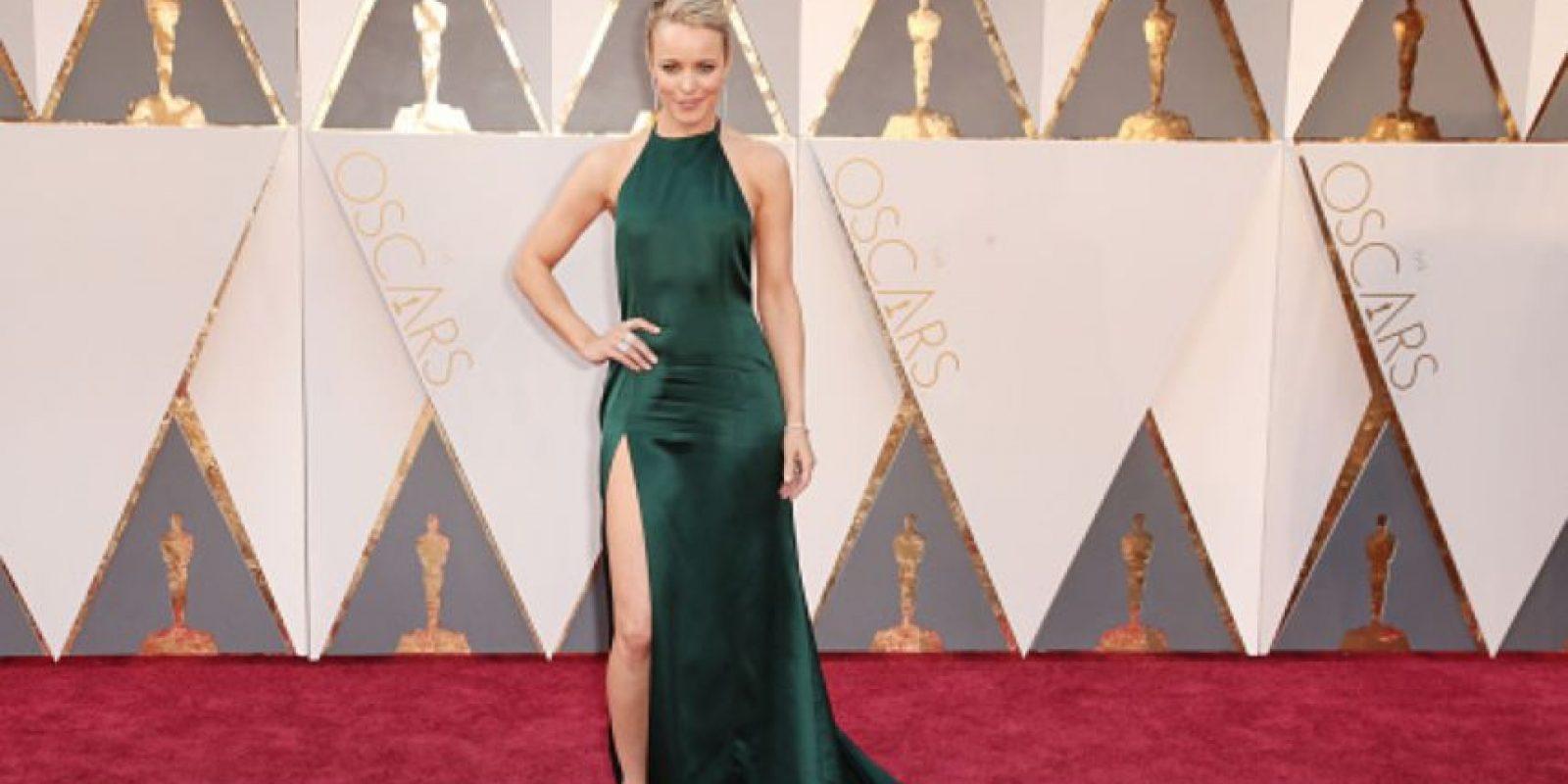 Maravillosa Rachel McAdams en verde. Silueta, peinado, todo. Foto:vía Getty Images