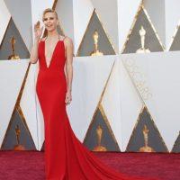 Charlize Theron, una oda a la belleza en rojo. Foto:vía Getty Images