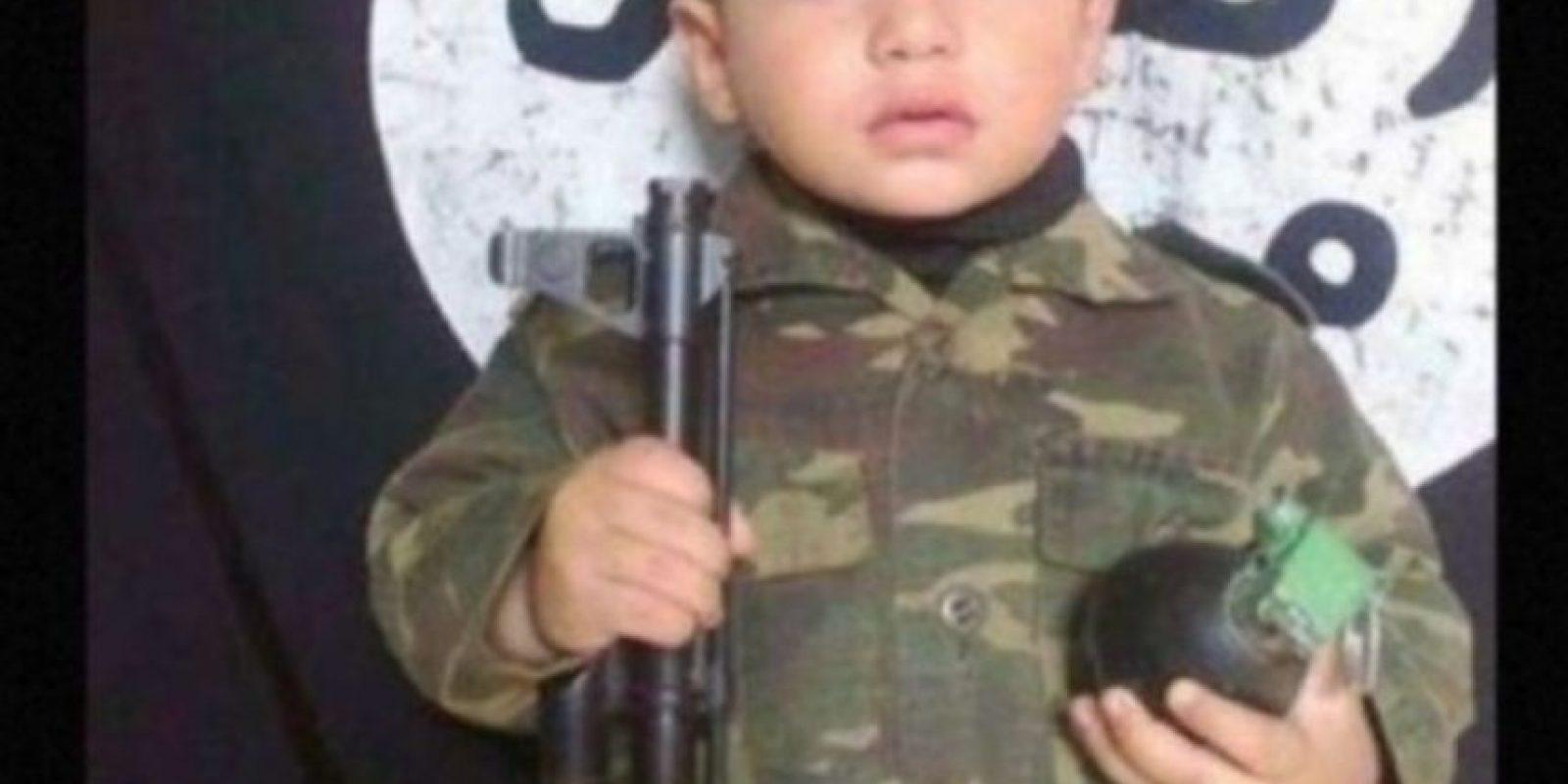 Ella asegura que ISIS vende a los menores como esclavos sexuales y los asesina mediante la crucifixión o enterrándolos vivos. También algunos trabajan para ISIS, como informantes, como hombres bomba o escudos humanos Foto:Twitter.com – Archivo