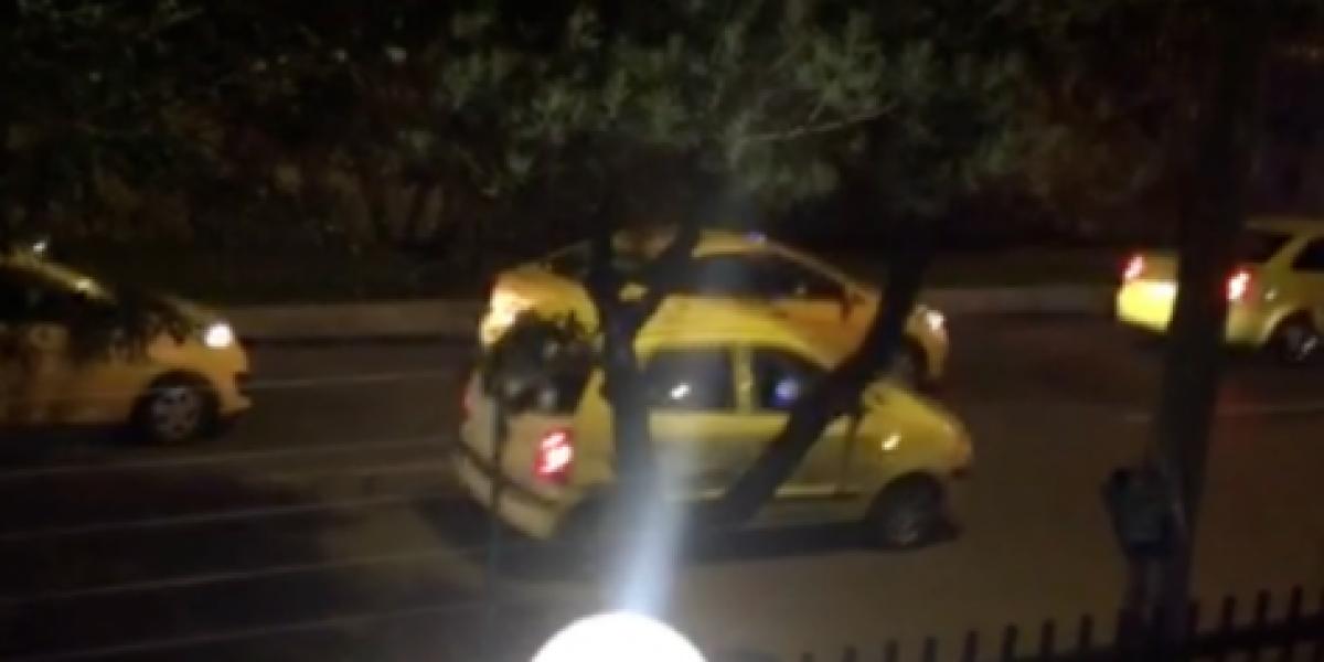 Con bocinas a las 3 a.m. taxistas amarillos protestan y despiertan a bogotanos