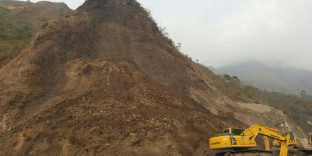 Vía Bogotá-Villavicencio cerrada por derrumbe