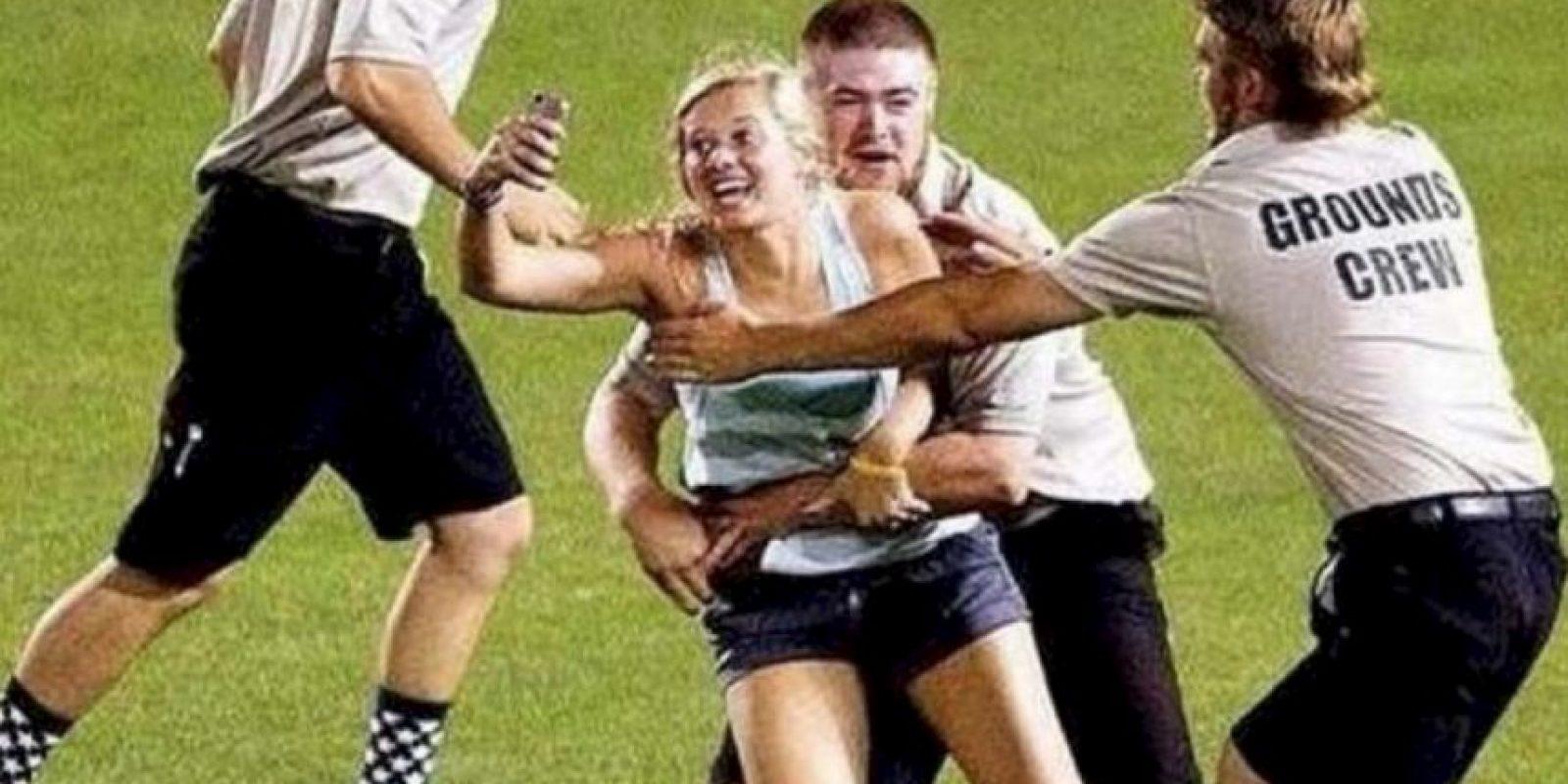 1. La groupie deportiva: Kayleigh Hill se tomó el selfie más gracioso de esta lista durante la Serie Mundial Universitaria. Una foto para el recuerdo. Foto:Twitter