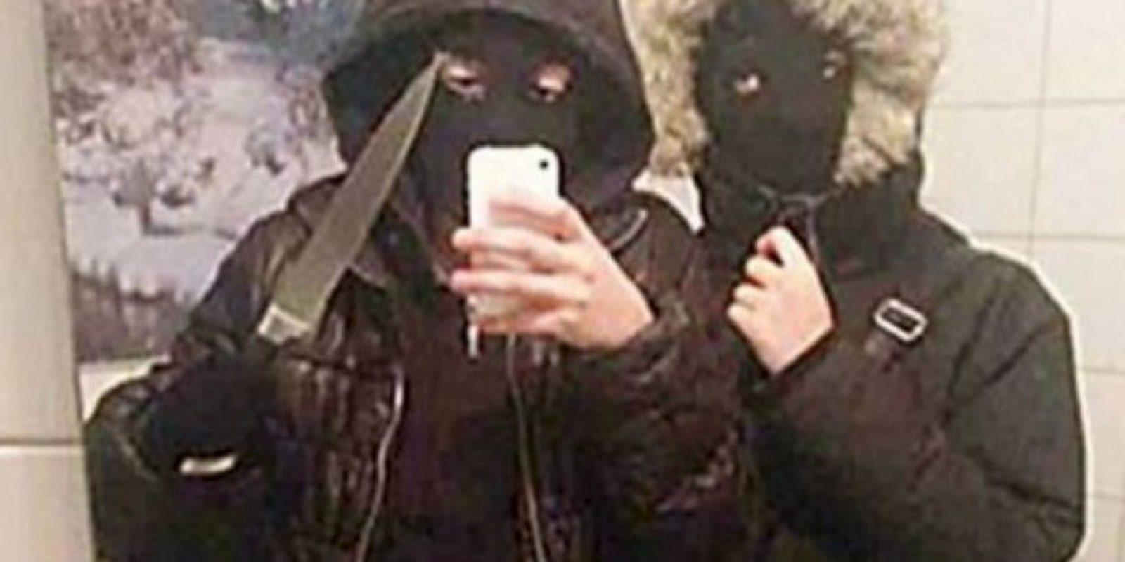 3. Robaremos y será genial: estas dos chicas suecas se tomaron este selfie antes de asaltar un local de hamburguesas del que robaron 400 dólares. Fueron arrestadas. Foto:Twitter