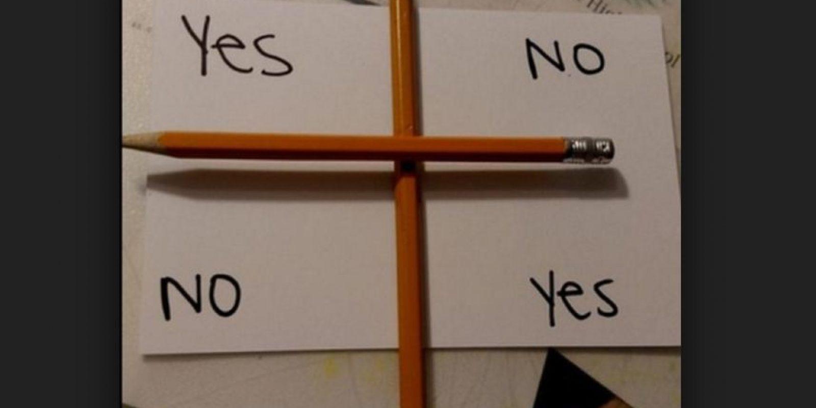 Entonces, el lápiz que está encima se movería, señalando la respuesta. En muchas ocasiones no se tenía éxito. Todo resultó ser estratagema publicitaria. Foto:Twitter