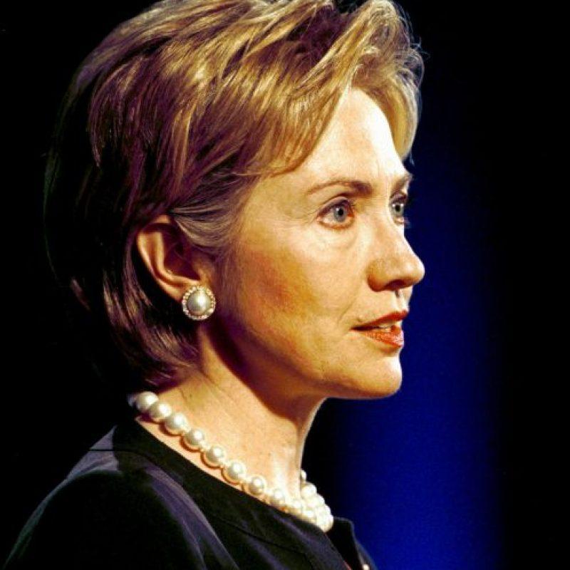 2000. Para el nuevo milenio Clinton permitió cambiar el tono de su pelo. Foto:Getty Images