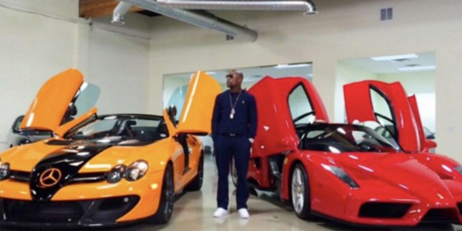 Tiene una exclusiva flota de automóviles que incluye un Buggati Veyron, un Buggatti Gran Sport, dos Ferrari y un Lamborghini, entre otros. Foto:Vía instagram.com/floydmayweather