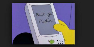 """En 1994, en el episodio """"Lisa on ice"""" se puede observar un aparato de """"Apple"""" que no corrige lo que intentan escribir. La compañía años después presentó esta opción Foto:Fox"""
