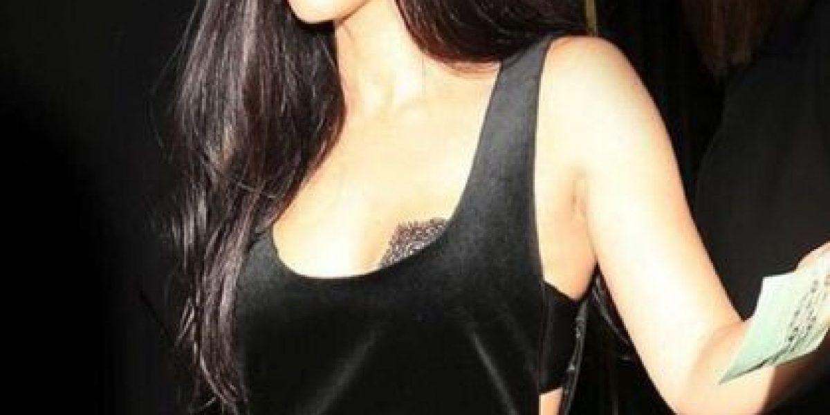 Video: Kourtney Kardashian juega básquetbol en diminuto bikini