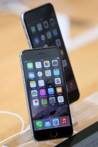 También se podían ver los contactos, todo esto con el móvil aún bloqueado. Foto:Getty Images