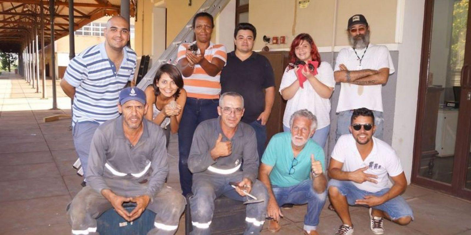 """El """"equipo de rescate"""" de los gatitos Foto:Facebook.com"""