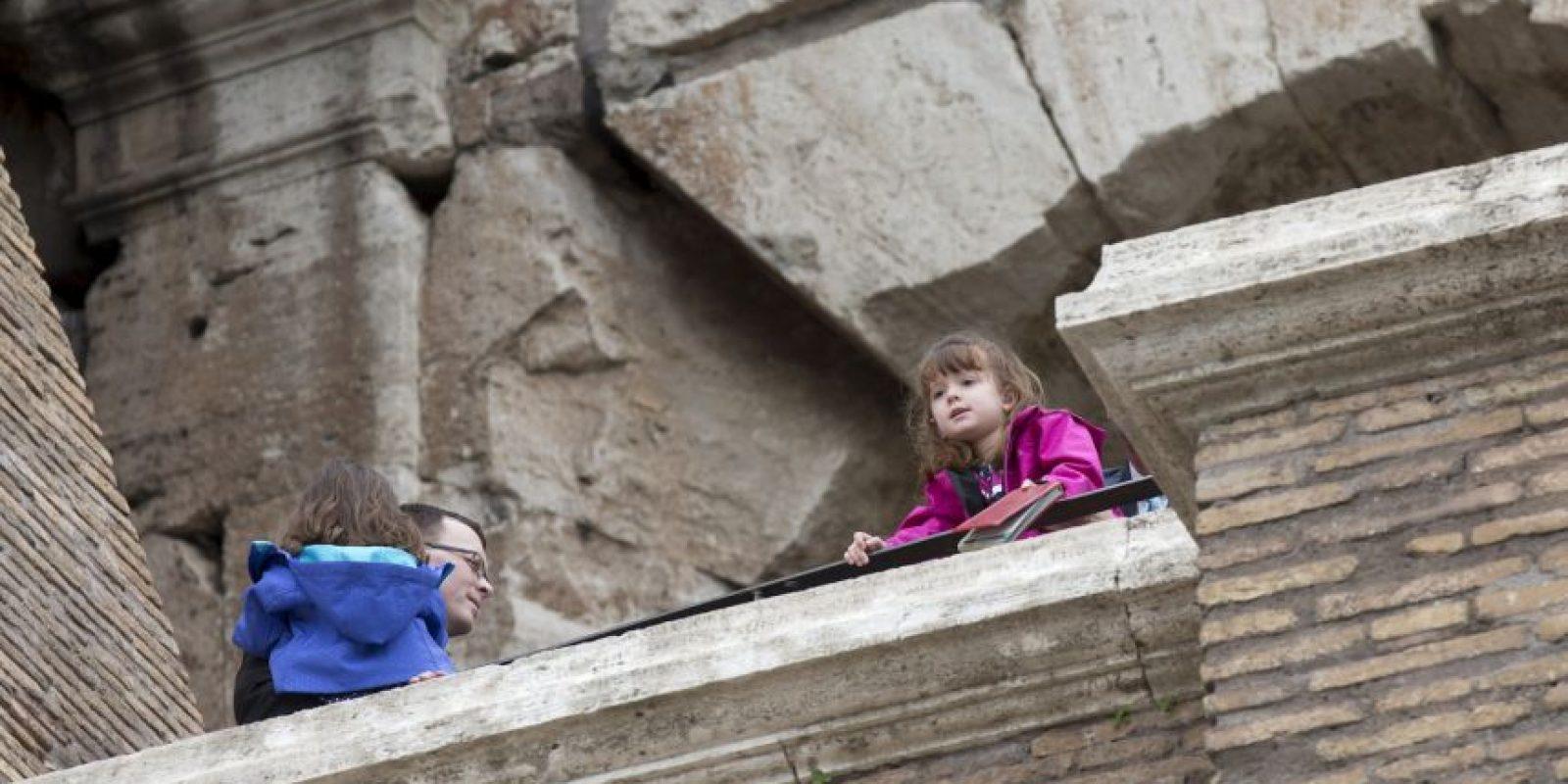 La pequeña disfrutó su estancia en Roma Foto:AP