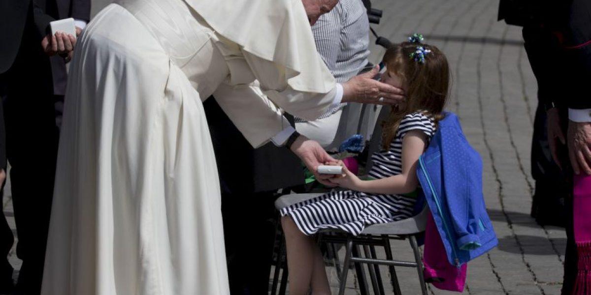 Niña cumple su sueño y conoce al Papa Francisco antes de quedar ciega