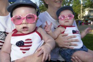 El embarazo de gemelos se conoce como embarazo monocigótico o univitelino Foto:Getty Images