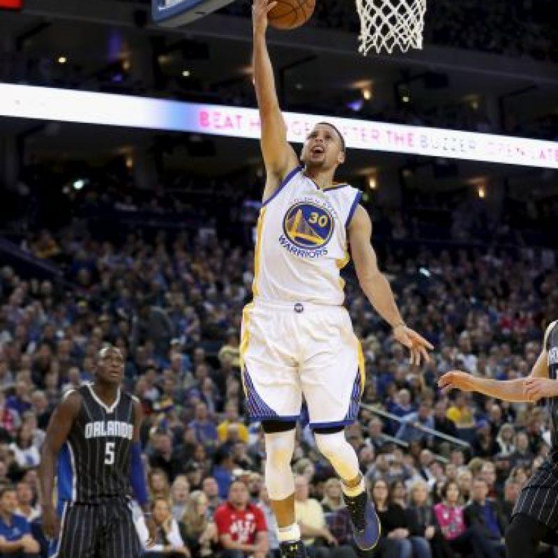 Stephen Curry guió a Golden State a una nueva victoria Foto:Getty Images