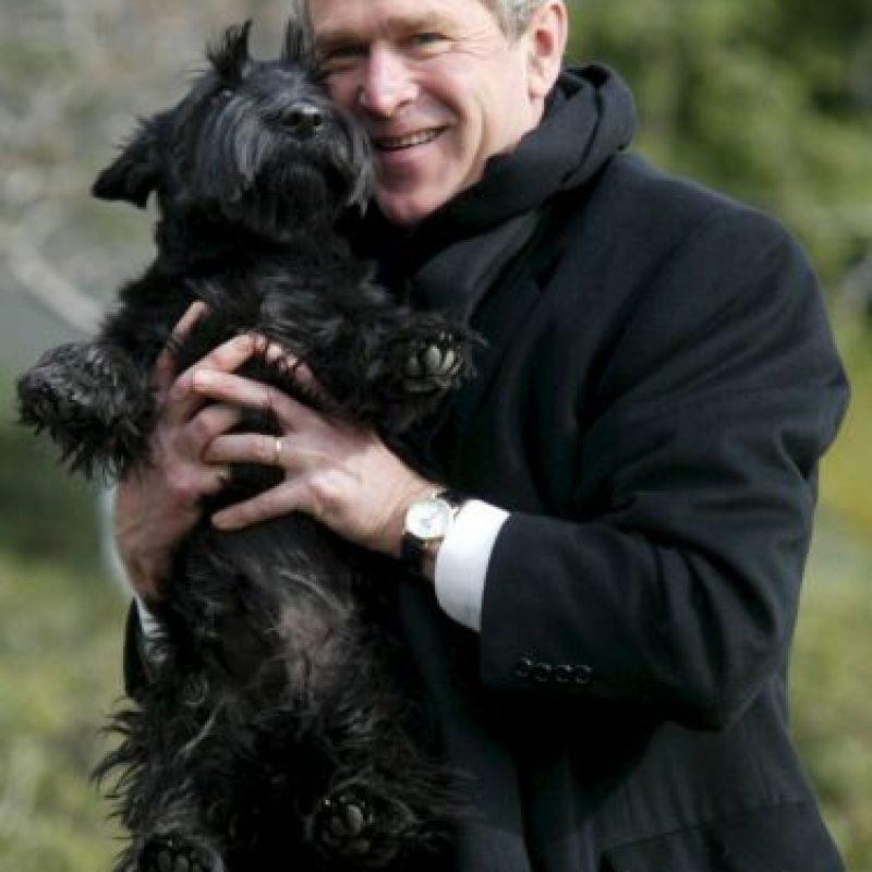 El expresidente George W. Bush también era acompañado por sus mascotas Foto:Getty Images