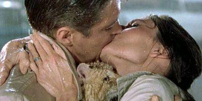 """""""Desayuno con diamantes"""": Holly Golightly (Audrey Hepburn) y Paul Varjak (George Peppard) Foto:Tumblr"""