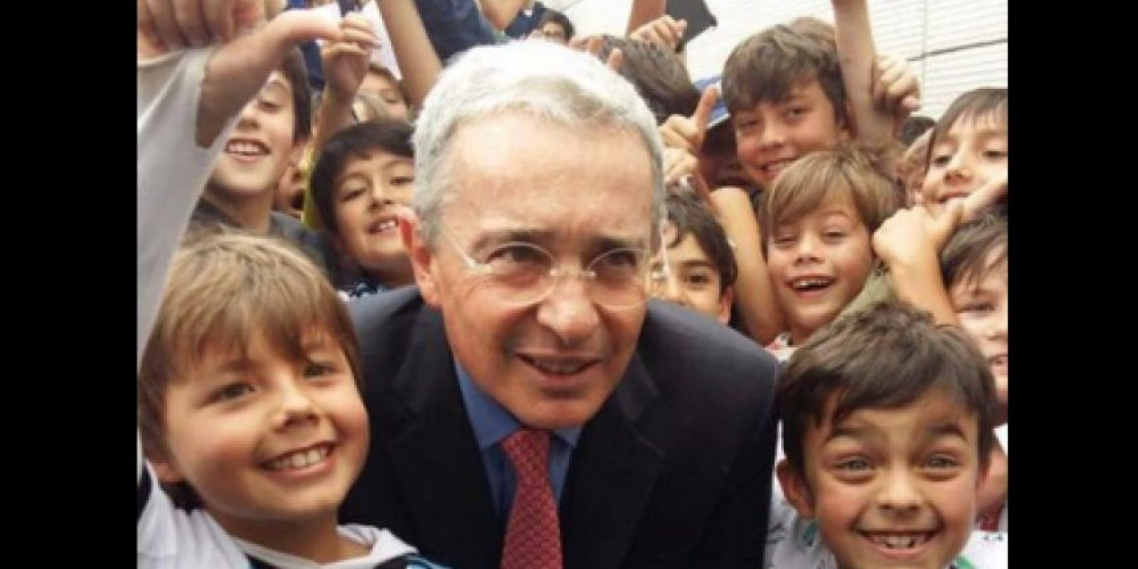 Visita de expresidente Álvaro Uribe al Gimnasio Campestre de Bogotá. Foto:Tomada de Twiiter @angelitabang