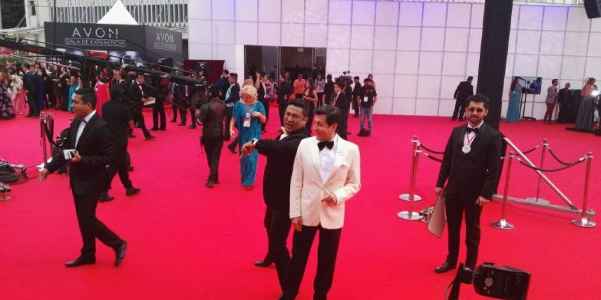 Presentador de La Red bailó champeta en plena alfombra de los TVyNovelas