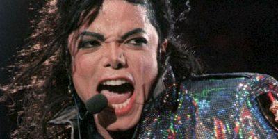 Michael Jackson: su carrera siempre estuvo ensombrecida por acusaciones de abuso sexual. El último juicio que enfrentó fue en 2003 y allí tuvo libertad condicional. Foto:vía Getty Images