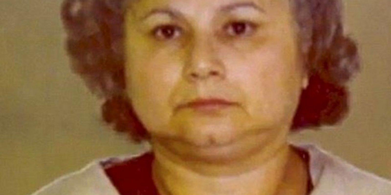 Esto lo haría con uno de sus amantes, pero este, muerto del susto, la delató. Fue deportada en 2004 y la mataron en Medellín. Foto:vía Cocaine Cowboys