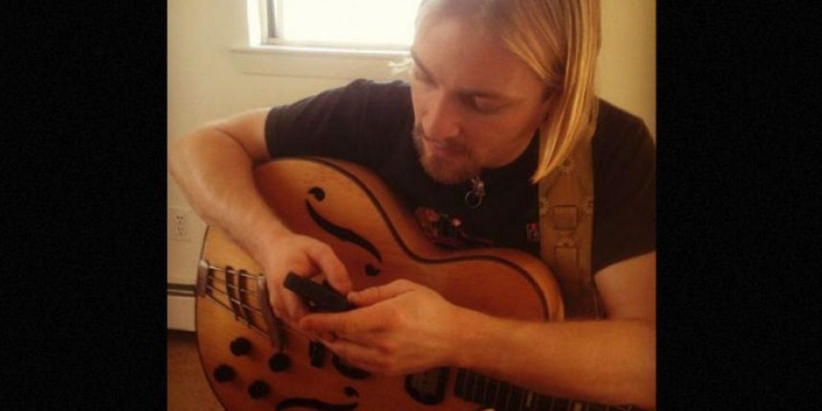 Él es músico y enseña a tocar la guitarra. Foto:Vía Instagram