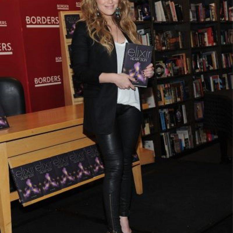 """En 2011, un año después de presentar """"Elixir"""", la cantante presentó la continuación de su historia, """"Devoted"""" y """"True"""" Foto:Getty Images"""