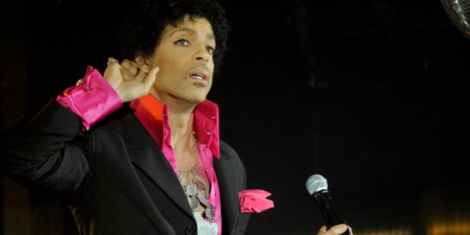 """En 2006, ocultó 14 billetes """"morados"""" en su disco """"3121"""". Aquellos que lo encontraron, acudieron a un concierto especial en su casa en Los Ángeles. Foto:Getty Images"""