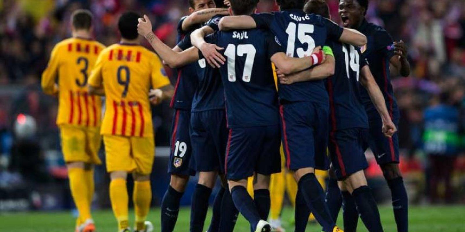 Esto, durante jugadas de peligro para los locales en el Vicente Calderón. Foto:Getty Images