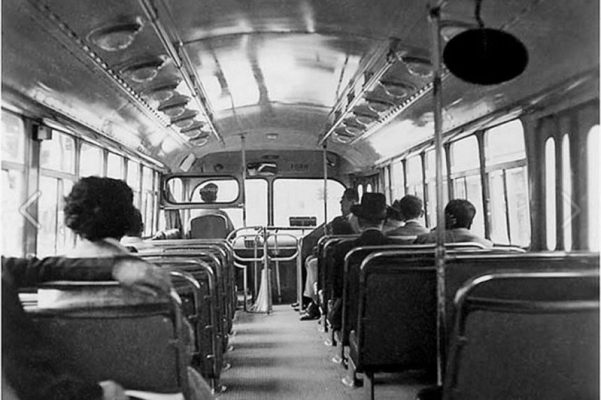 El interior de un bus en los 60´s. Foto:Facebook Fotos Antiguas Bogotá