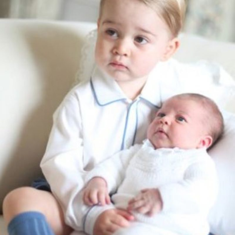 Estas fueron sus primeras fotos oficiales. Foto:vía Facebook/The Royal Family