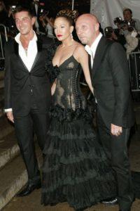 """Jennifer López en 2004. ¿Esto es """"Alicia en el país de las dominatrix""""? Foto:vía Getty Images"""