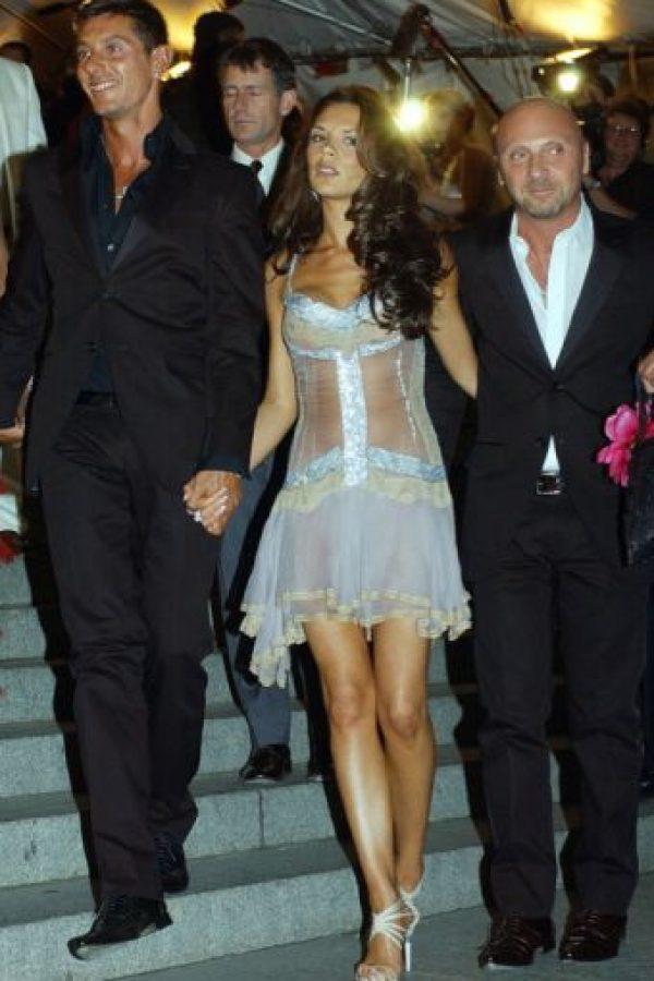 Victoria Beckham ya no era pobre en 2003. No hay derecho que se vistiera como una versión veraniega y californiana de Courtney Love. Foto:vía Getty Images