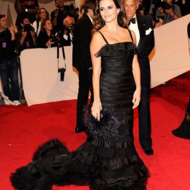 Penélope Cruz, muy mediterránea de negro. Foto:vía Getty Images