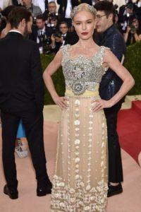 Sí, hay elaboración, pero… se nota más Kate Bosworth que el vestido. Foto:vía Getty Images