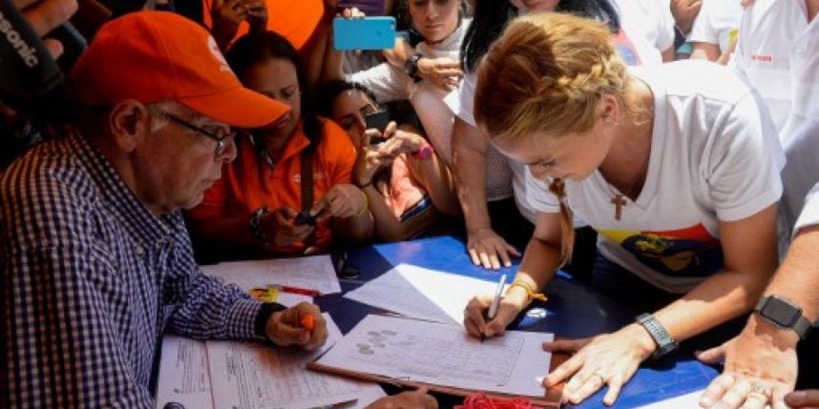 Desde el miércoles 27 de abril, la coalición opositora Mesa de la Unidad Democrática, comenzó a recaudar firmas para iniciar el proceso revocatorio. Foto:AFP