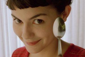 Amélie Poulain quiere hacer que todos los demás se sientan felices. Foto:vía France 3 y Canal +
