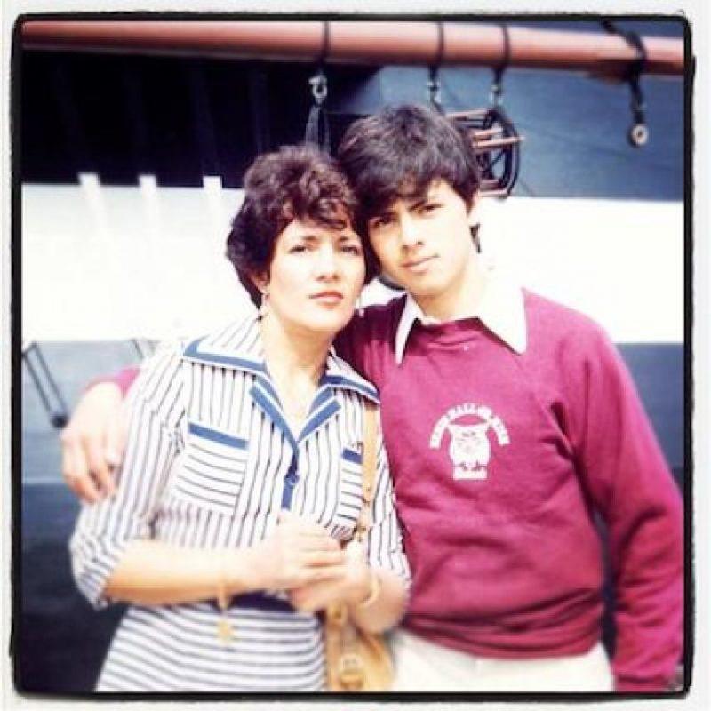 Y su madre, María del Socorro Nieto Sánchez. Foto:Facebook.com/EnriquePN