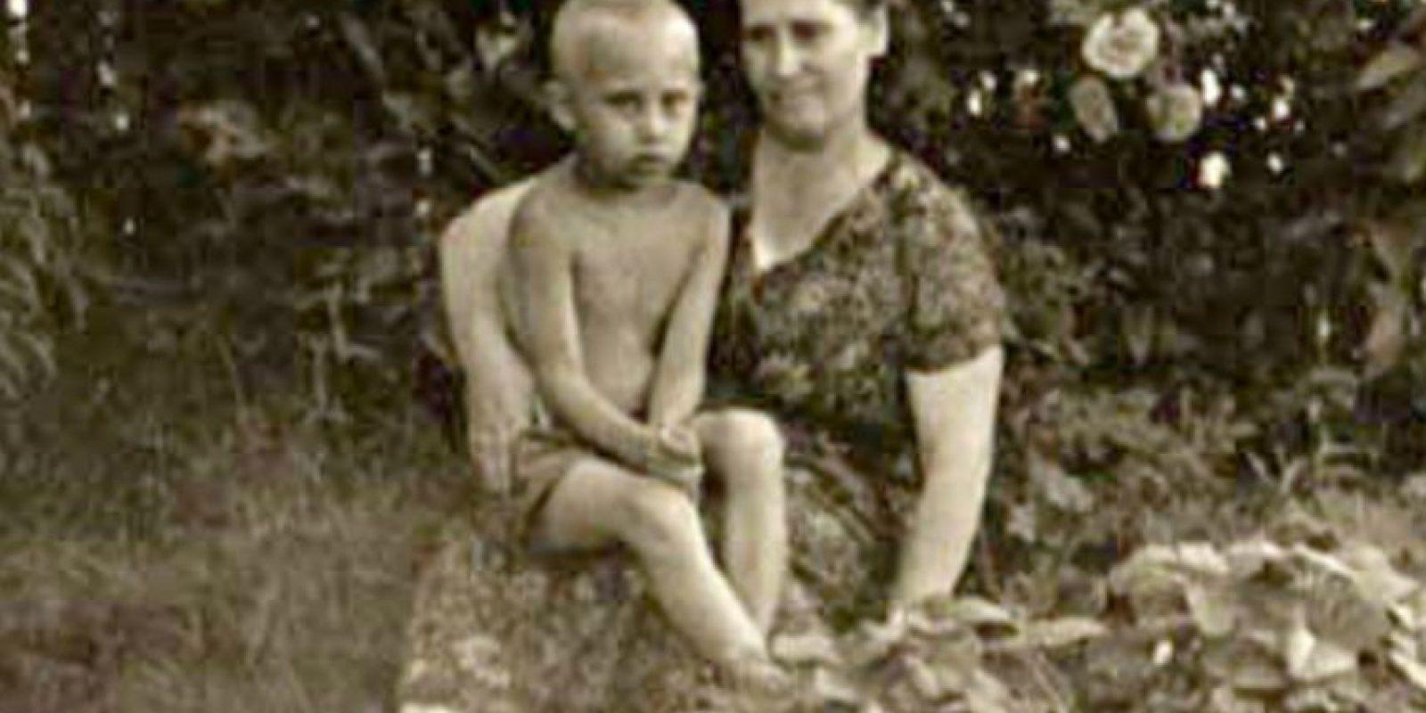 Y su madre Maria Ivanovna Shelomova, quien falleció en 1998. Foto:Wikimedia