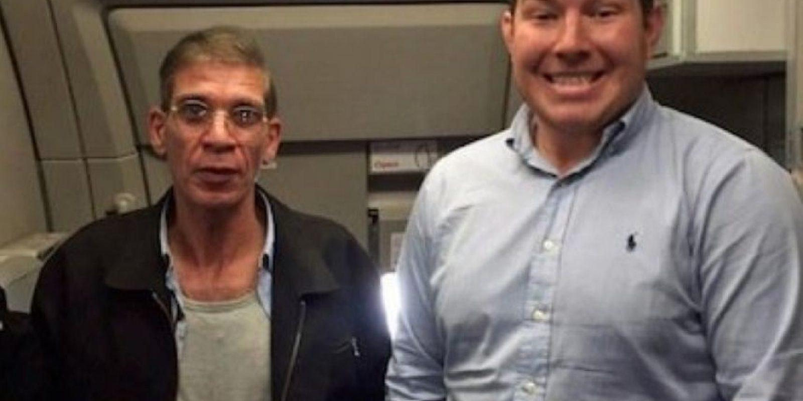 Benn Innes, se hizo viral después de tomarse un selfie con Seif Eldin Mustafa, quien secuestró un vuelo de EgyptAir para ver a su exesposa. Foto:Vía Twitter
