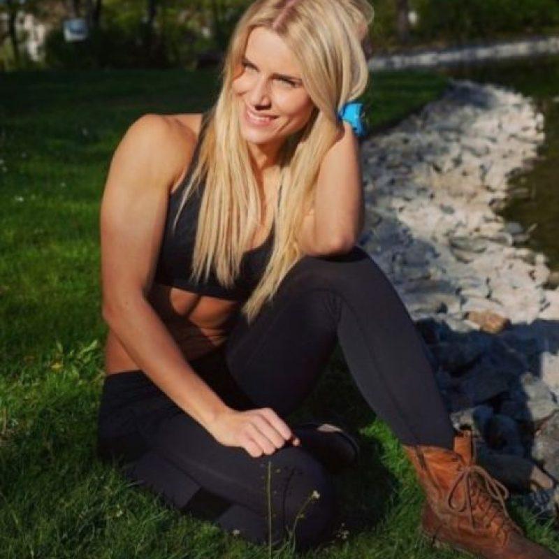 La atractiva alemana también aprovecha sus redes para dar tips saludables y rutinas de ejercicio. Foto:Vía Instagram/@adrienne_koleszar