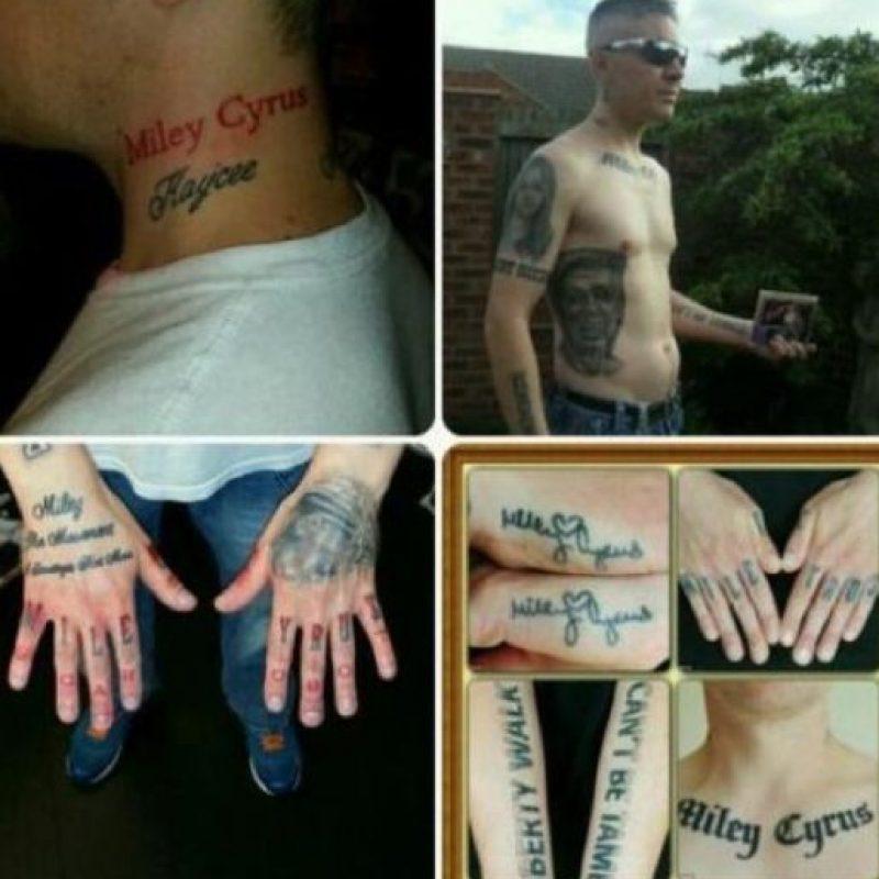 Extraños tatuajes inspirados en famosos Foto:vía twitter.com/MileyCyrusCarl